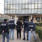 polizia_lucca_arresto_mattone_poliziotto3