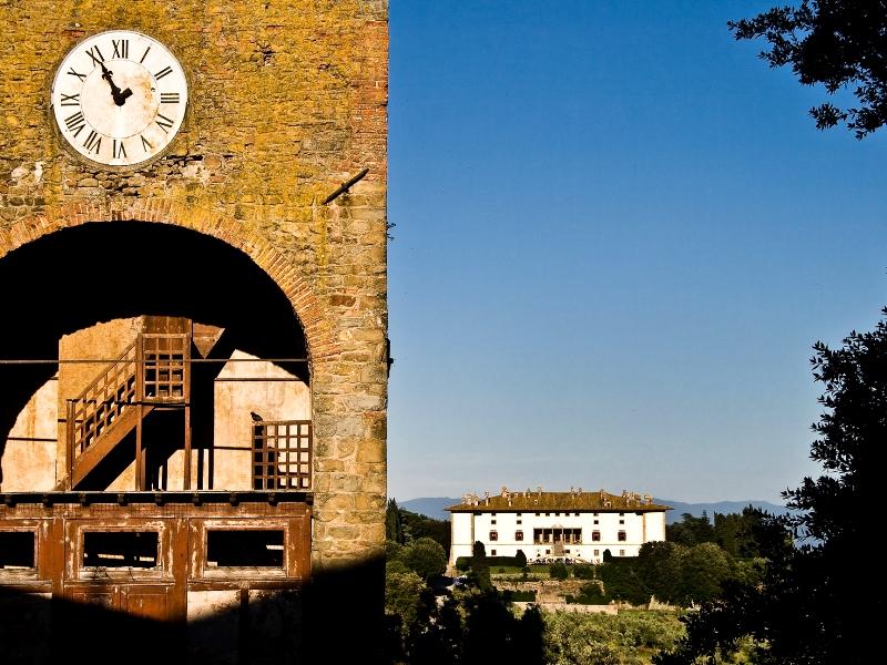 Artimino_Territorio-Torre dell'orologio del borgo