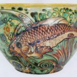 Galileo Chini_Cache pot con pesci_1919-25_maiolica a lustro_26x43,5 © Museo internazionale delle ceramiche di Faenza