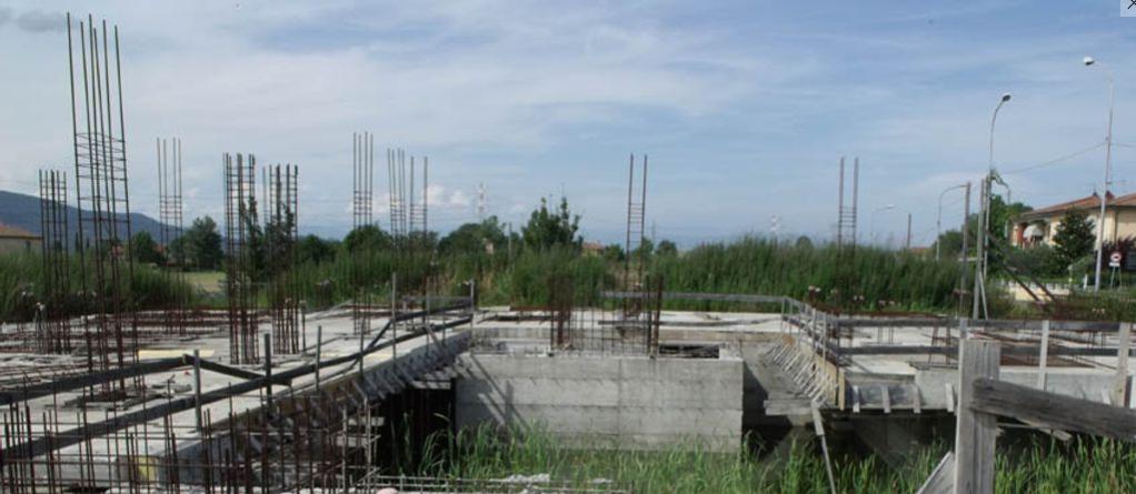 Il rudere fallito e abbandonto di Calcinaia (4)