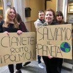 La manifestazione in via Del Papa