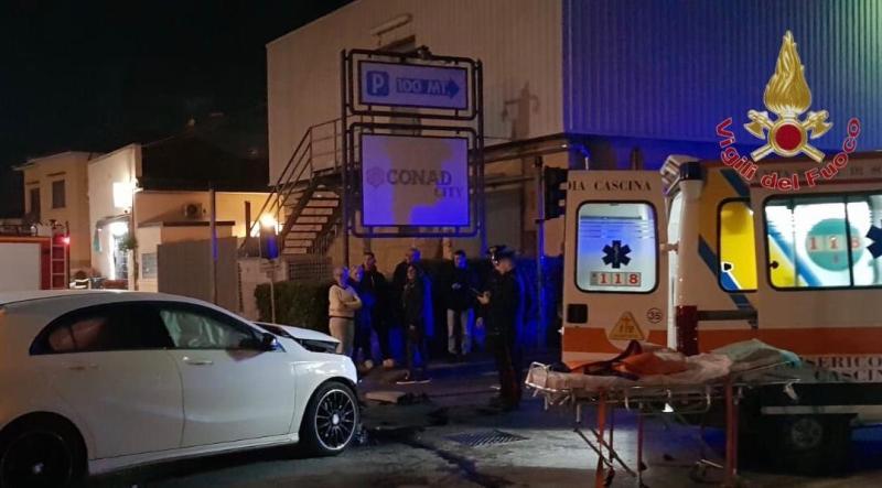 Tamponamento auto-ambulanza a San Frediano a Settimo