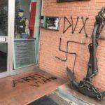 svastica-scritte-fasciste-prato