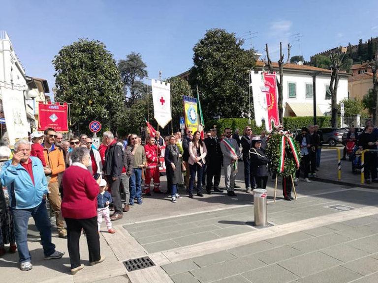 La sfilata per il 25 aprile a Certaldo (foto da Facebook)
