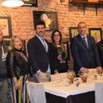 L'attore Renato Raimo, il sindaco di Calci Massimiliano Ghimenti, il fotografo Luigi Polito, Patrizia Ennas di Casa Nannipieri Arte e i proprietari dell'Osteria Lucia Landi e Virgilio Casentini.