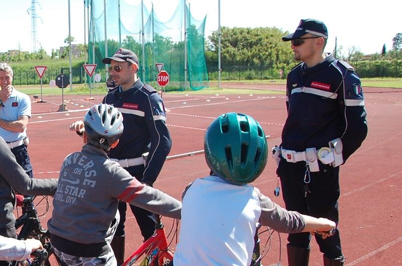 I bambini prendono la patente in educazione stradale: progetto a Cascina