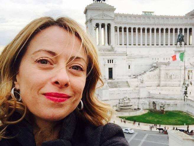 Professore universitario insulta Giorgia Meloni in radio: i commenti