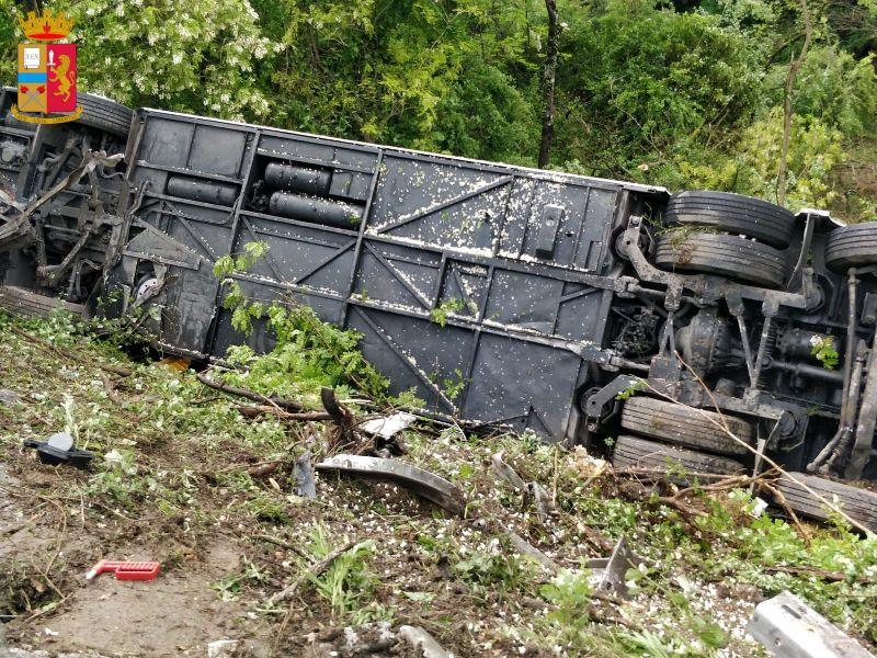 Morte sull'Autopalio, indagato titolare dell'azienda noleggio bus