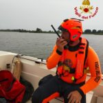 lago_massaciuccoli_soccorso_vdf_catamarano_ribaltato_2
