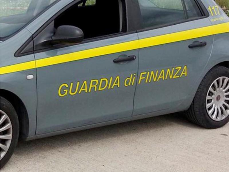 Controlli alla stazione ferroviaria di Arezzo: fermate 9 persone, sequestrati 15 grammi di droghe leggere