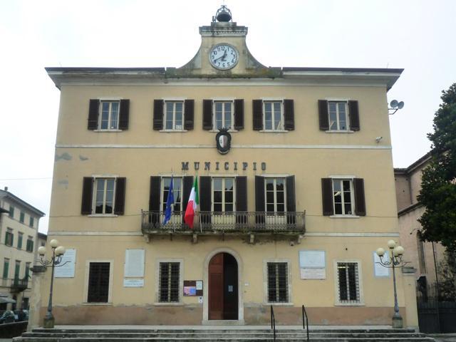 Municipio-piazza-Boccaccio