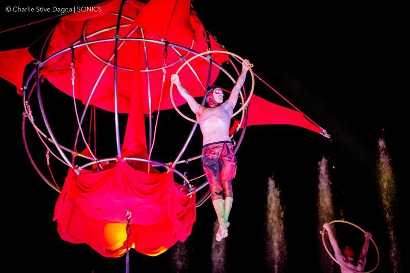 Acrobati Sonics, danze appese nel vuoto dell'Anfiteatro di Legoli