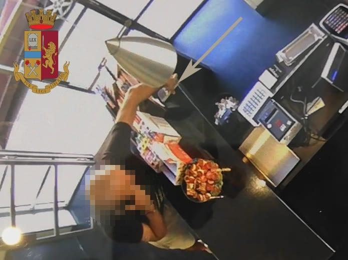 Ruba cellulare al barista, denunciato 32enne irregolare a Empoli