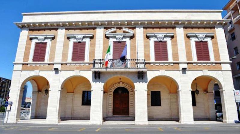 Lavoro, 4 posti per diplomati alla Provincia di Livorno