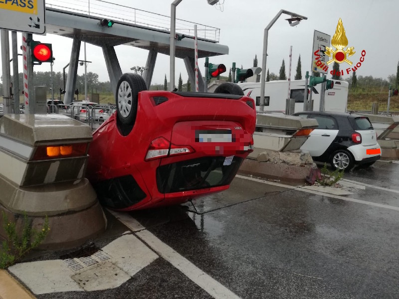 auto_capottata_rosignano_marittimo_autostrada_2019_09_22_2