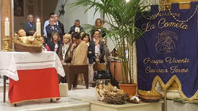 Terre di Presepi, a Casciana Terme i presepisti ricevono dal parroco il 'mandato a fare il presepe'