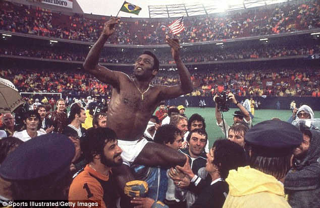 L'addio di Pelé al calcio, in una città decadente