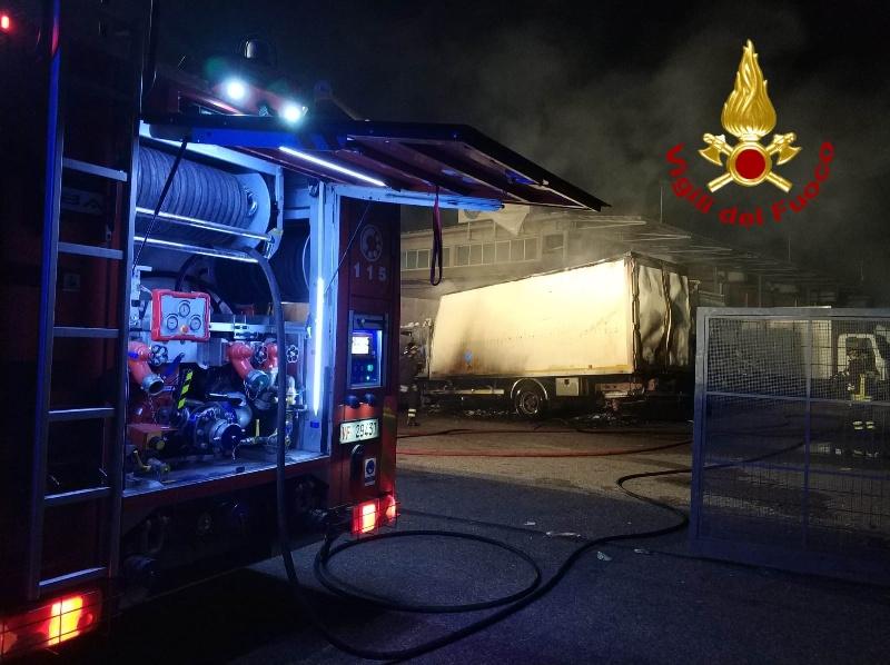 calenzano_incendio_mezzi_pesanti_2019_10_21_2