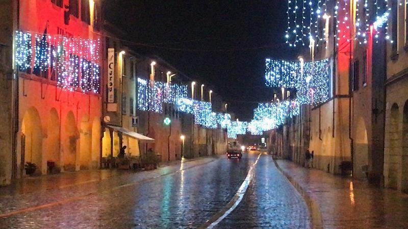 Cascina natalizia: il comune sostiene interamente l'allestimento di illuminazione e scenografie - gonews