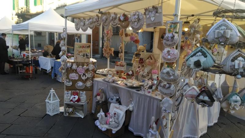 Pescia Antiqua, il mercatino torna in piazza tra vintage e ghiottonerie - gonews
