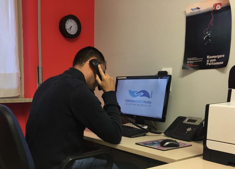 Telefono amico Prato, 3mila richieste di aiuto in un anno: organizzazione cerca volontari - gonews