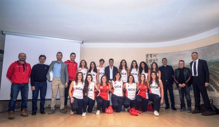 La presentazione della nuova maglia DCA La Perla (foto Andreas Tamarri)