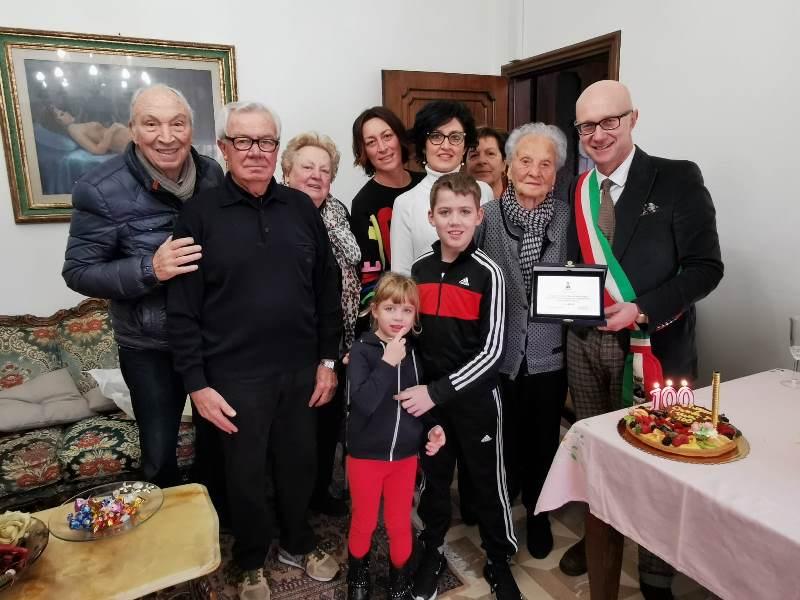 Irma Caciagli festeggia 100 anni, tra le più longeve residenti di Torre