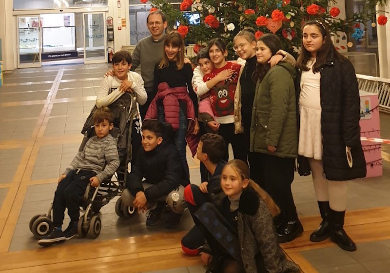 Villanova per il Meyer, messa e regali dai bambini della parrocchia