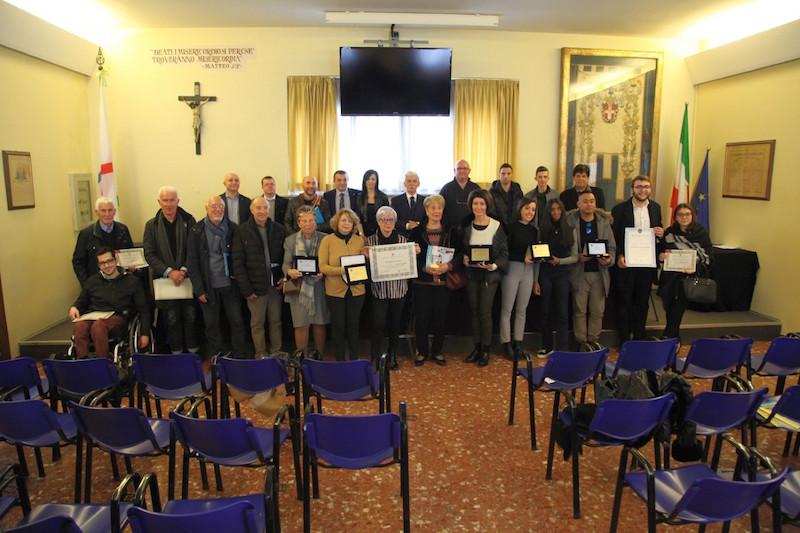 Assemblea della Fratellanza alla Misericordia di Empoli: nuovi vestendi ma anche molti premi