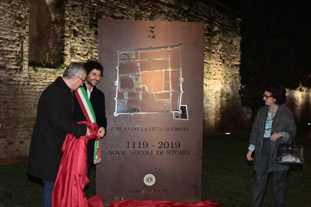 L'inaugurazione della stele in Largo della Resistenza