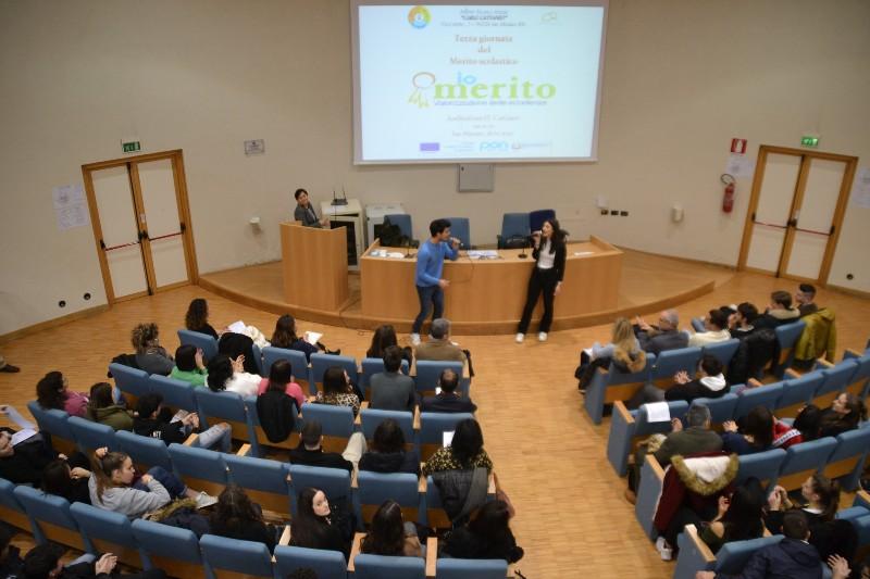 'Giornata del merito', premiati gli studenti migliori del Cattaneo