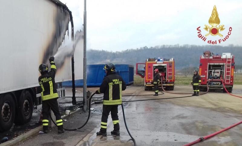 Incendio in zona industriale a Castelfranco di Sotto