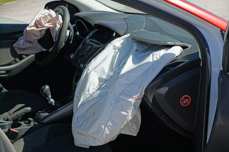 Muore neonato in incidente, colpito dallo scoppio dell'airbag