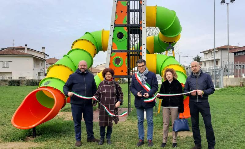 Una torre a tre piani per giocare al parco Terzani di Spicchio-Sovigliana