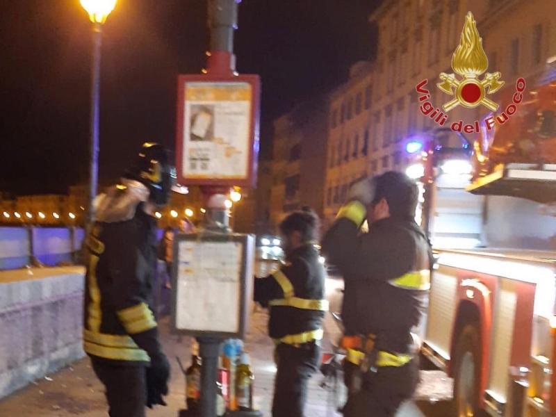 Cade dalla spalletta del lungarno per fare pipì, soccorso un uomo a Pisa