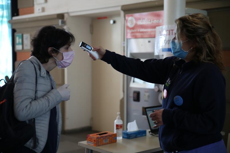 Coronavirus, 5 contagi in più. Muore un 71enne del Pisano