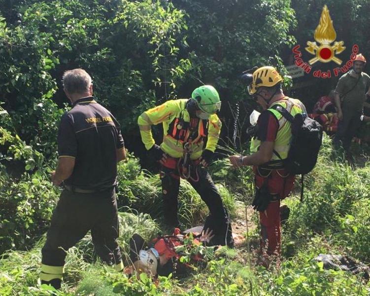 Infortunio nel bosco a San Giuliano Terme, donna recuperata con Pegaso