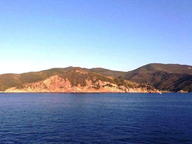 Barca a vela si incaglia all'Elba, soccorsa una persona