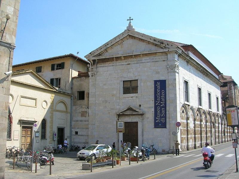 Bruciano oggetti nel campanile della Chiesa di San Matteo ...