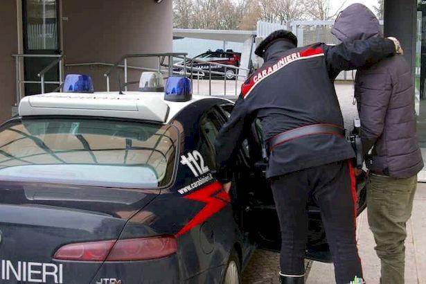 Violenze e stalking, denunce e arresti per tre uomini tra Pistoia e Prato