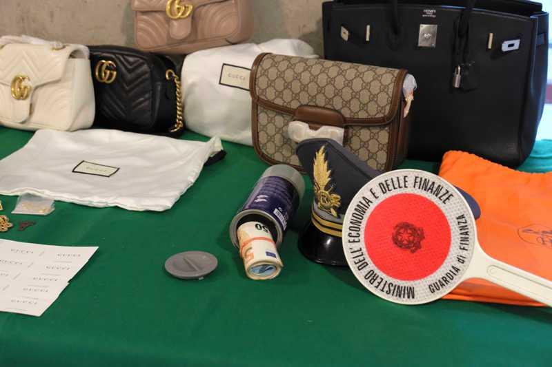 Pelletteria con marchi contraffatti, 7 arresti e 21 indagati tra Empoli e Lucca