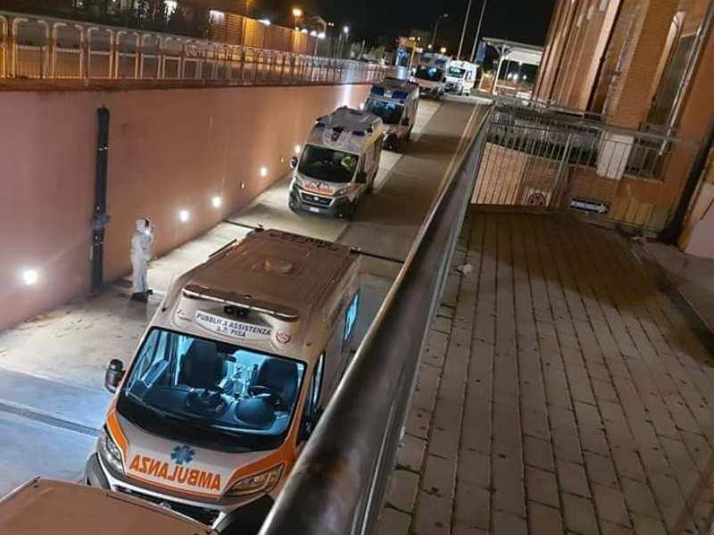 Ambulanze in fila a Cisanello, le foto shock della seconda ondata di coronavirus