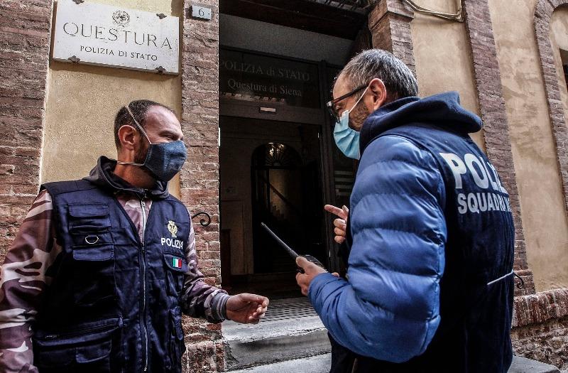 Vende alcool a minori a Siena: denunciato in centro storico