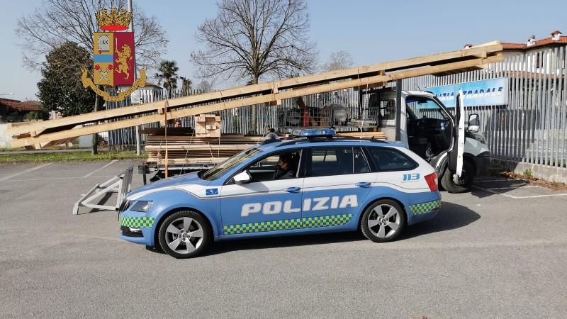 Due patenti ritirate e tir fermati dalla polstrada a Lucca e Viareggio