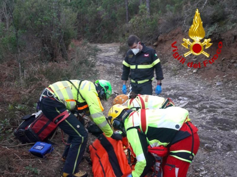 Ciclista cade tra i monti di Capannori, recuperato con Pegaso