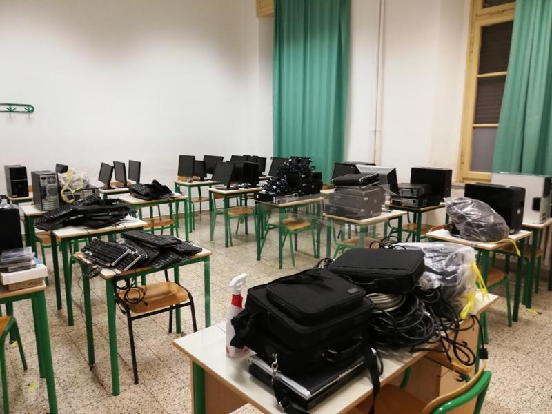 Trenta Pc Donati Da Un Imprenditore Fiorentino Alla Scuola Superiore Di Pomarance Gonews It