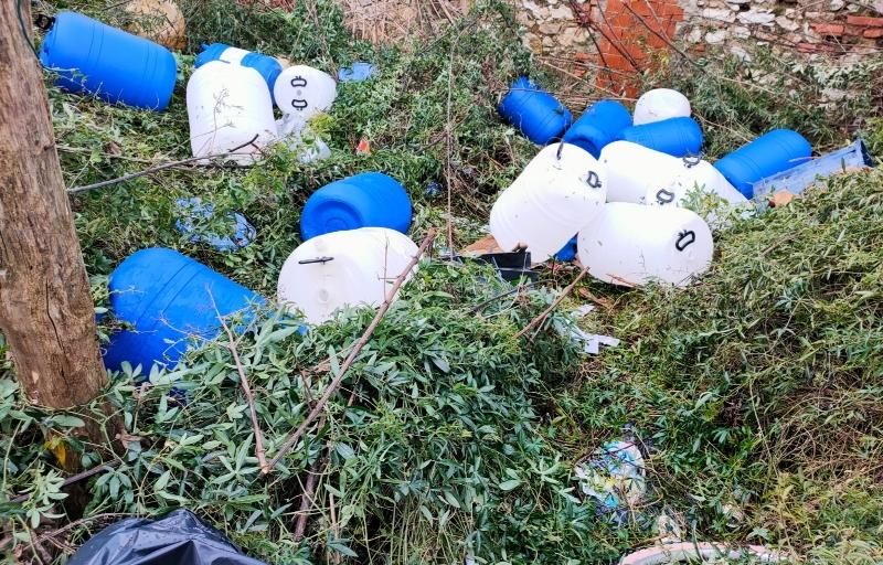 Rifiuti pericolosi abbandonati a Vecchiano, sequestro di 20 metri cubi