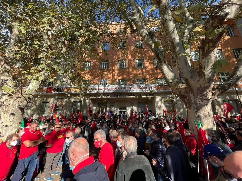 """""""Mai più fascismi"""", anche la Toscana scende in piazza a Roma con i sindacati"""