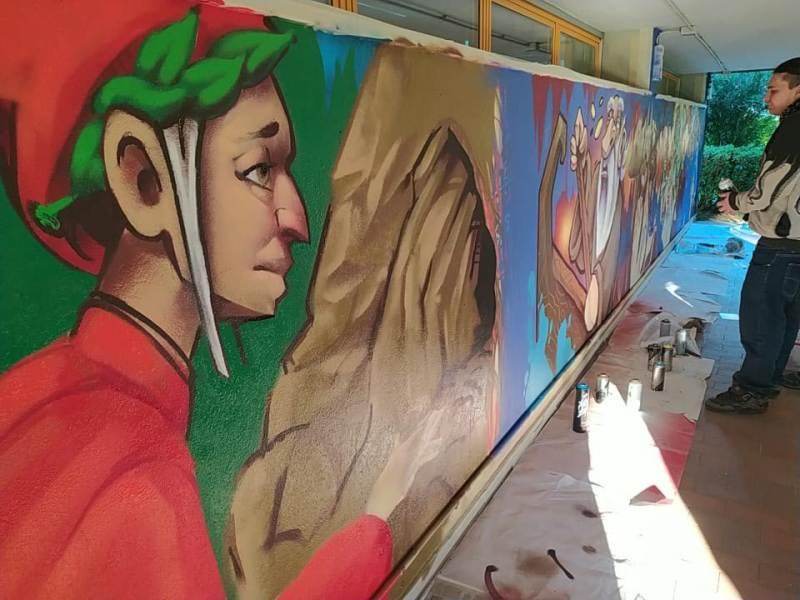 Dante tra rap e terzine: a Bagno a Ripoli un lungo murale in chiave pop per il Sommo Poeta