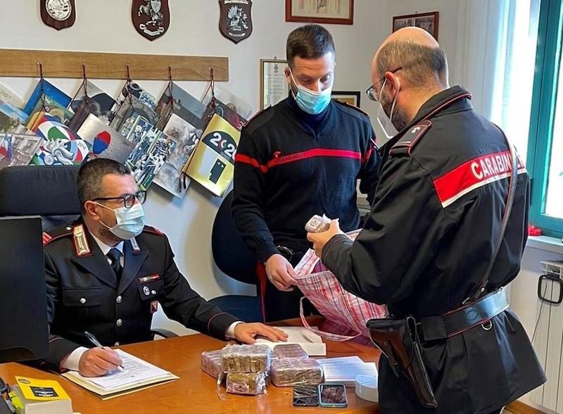 Corriere della droga sorpreso in un fosso, un arresto in Valdarno